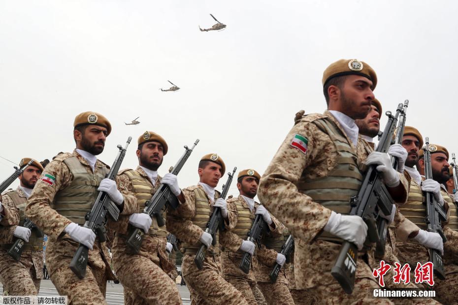 伊朗举行阅兵式庆祝建军节 多型装备亮相