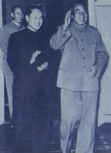 60年代,韦国清陪同朱德在广西