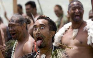 毛利人歌舞表演在新西兰,你会时刻感觉到毛利文化的存在,一个民族的文化深深地影响了整个国家的生活。
