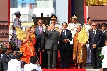 柬埔寨庆祝独立66周年