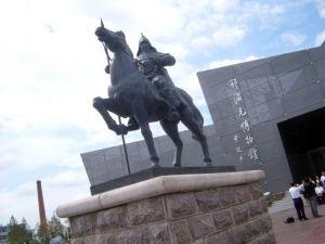 海兰察雕像