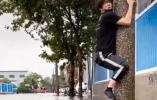 薛之谦台风天做这事拍视频,被骂上热搜:别人受灾,你发这个?脑子呢?