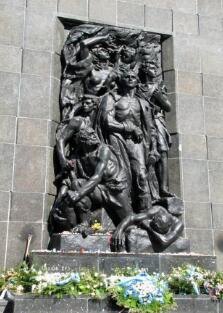 华沙犹太人英雄纪念碑