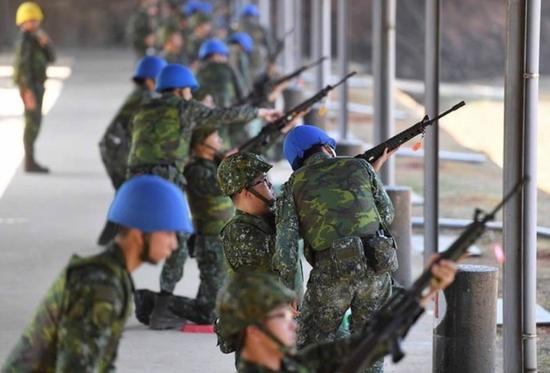 台湾女兵夜店狂欢遭男兵性侵25万和解 网友怒了