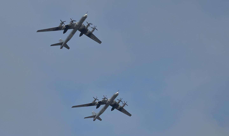 俄战机军演惊动美英加 三国精锐战机尽出拦截