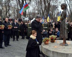 乌克兰大饥荒 波罗申科跪祭逝者
