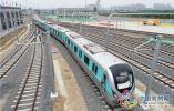 地铁2号线首列电客车亮相 预计明年下半年建成通车
