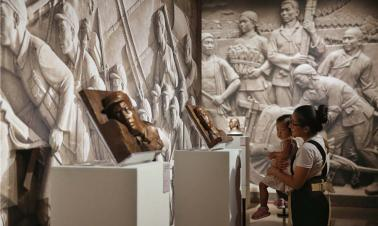 Famed sculptor's works on show at Beijing exhibition