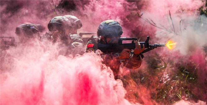 广西玉林武警特战队员陌生地域多课目联训磨砺反恐利刃