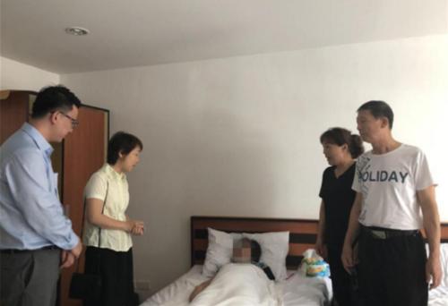 中国孕妇在泰国坠崖受伤 驻孔敬副总领事探望慰问