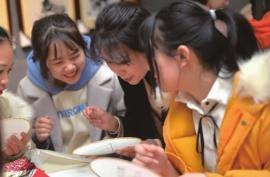 近百名中學生赴長沙學湘繡