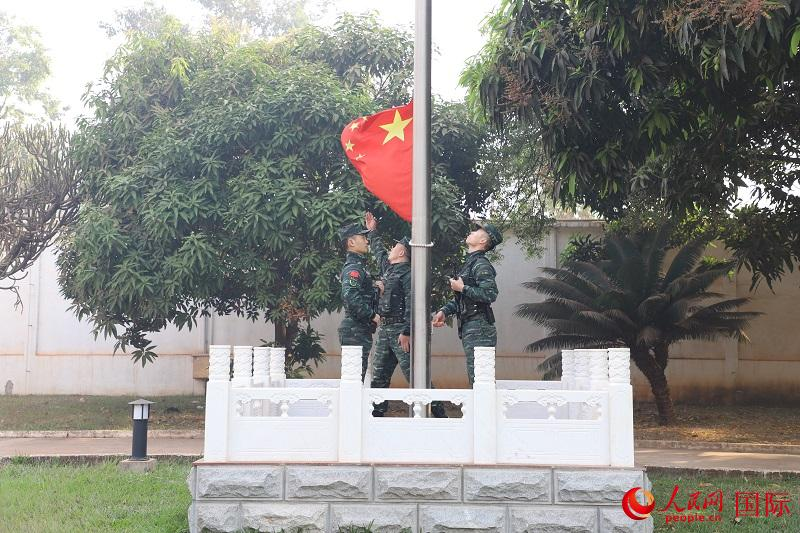 驻中非使馆大年初一举行升国旗仪式和安全演习