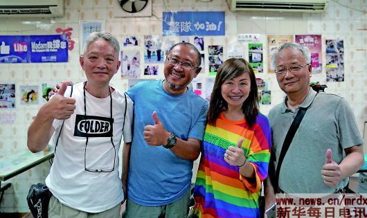 撑警茶餐厅女老板感动香港:你的坚持,我们永远支持