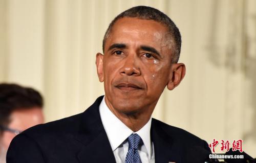 奥巴马谈枪支暴力时一度落泪。