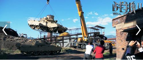 拍摄一辆坦克碾压另一辆坦克