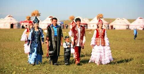 哈萨克族服饰
