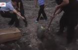 【视频】拾荒男子发现拾到一枚炮弹重百余斤 这里几天前曾出现5枚废炮弹