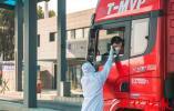 真暖!寒风中南京一卡车司机丢下两箱防护服