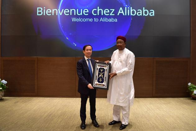 张勇对话尼日尔总统:数字经济给发展中国家带来机会