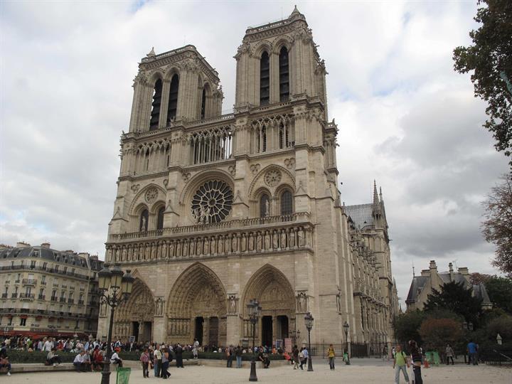 巴黎圣母院曾在两次世界大战中都侥幸脱难