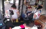 小女孩独自坐公交迷路急哭 镇海公交司机暖心相助
