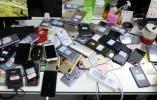 刚买的手机收不到验证码?警方一查…