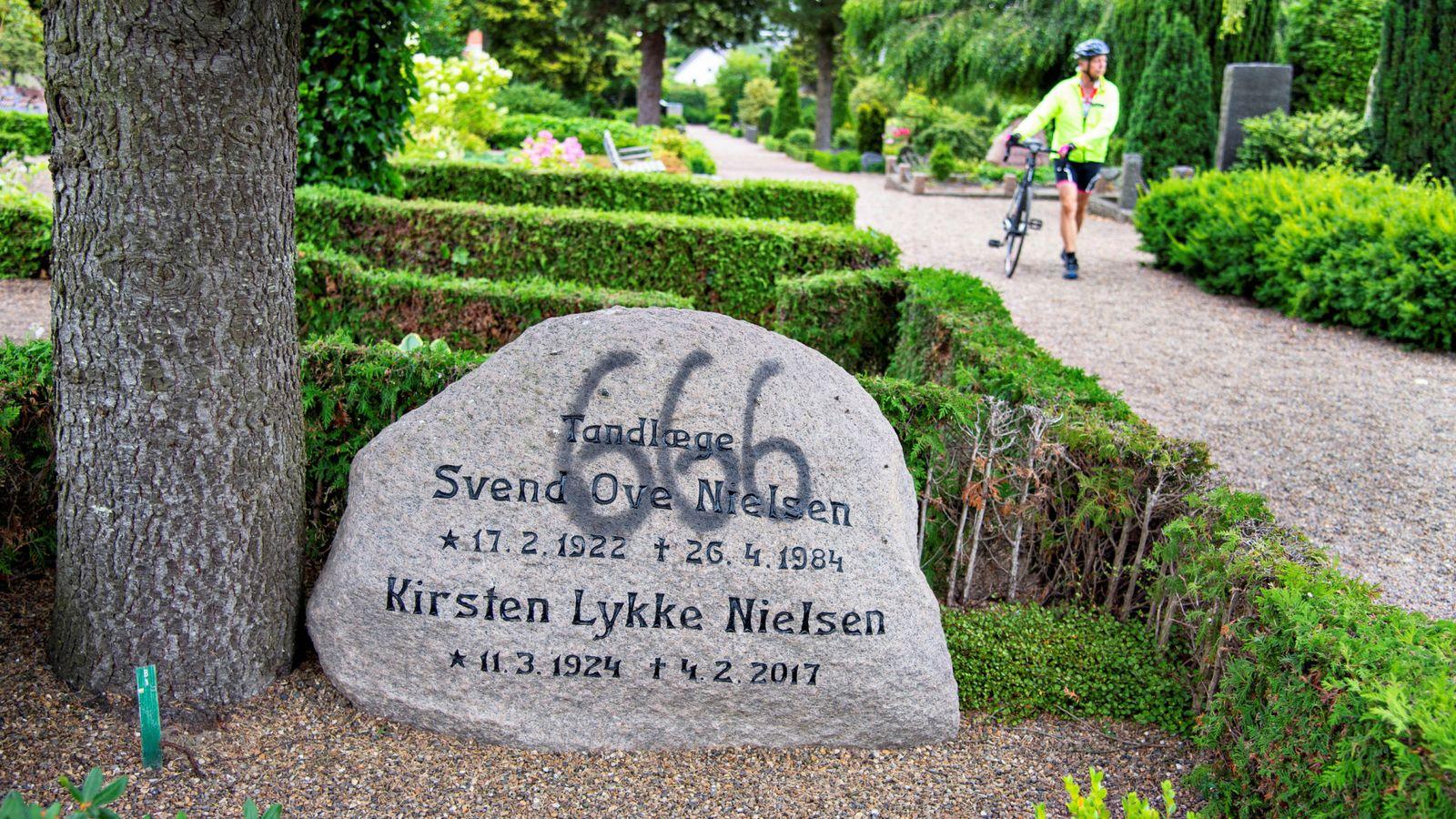 丹麥一墓園遭破壞 近百座墓碑被人噴上