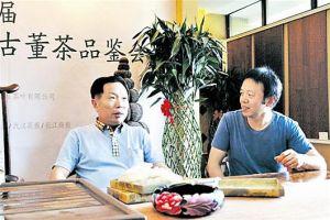 白水清(左一)