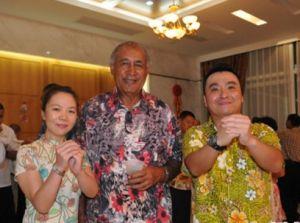 奈拉蒂考(中)、刘鹏(右)、李玫(左)