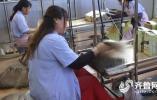 青岛假发小镇: 纯手工十几道工序,卖到全世界